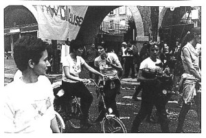 bi'cause à la marche lgbt 1997
