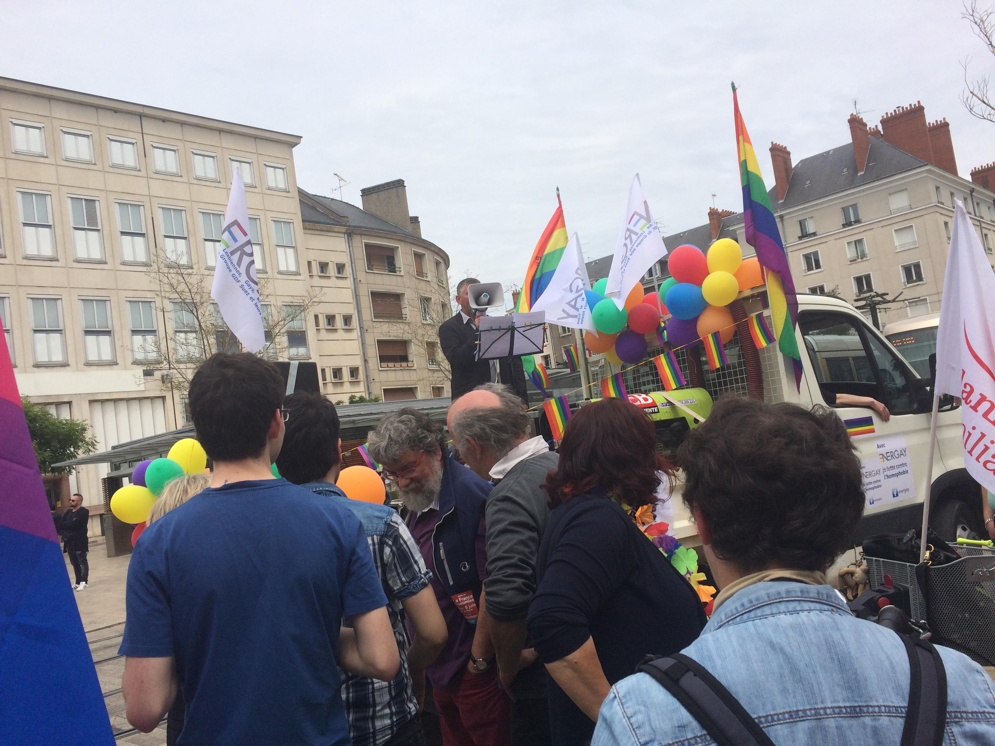 marche des fiertes Orleans juin 2016 – podium