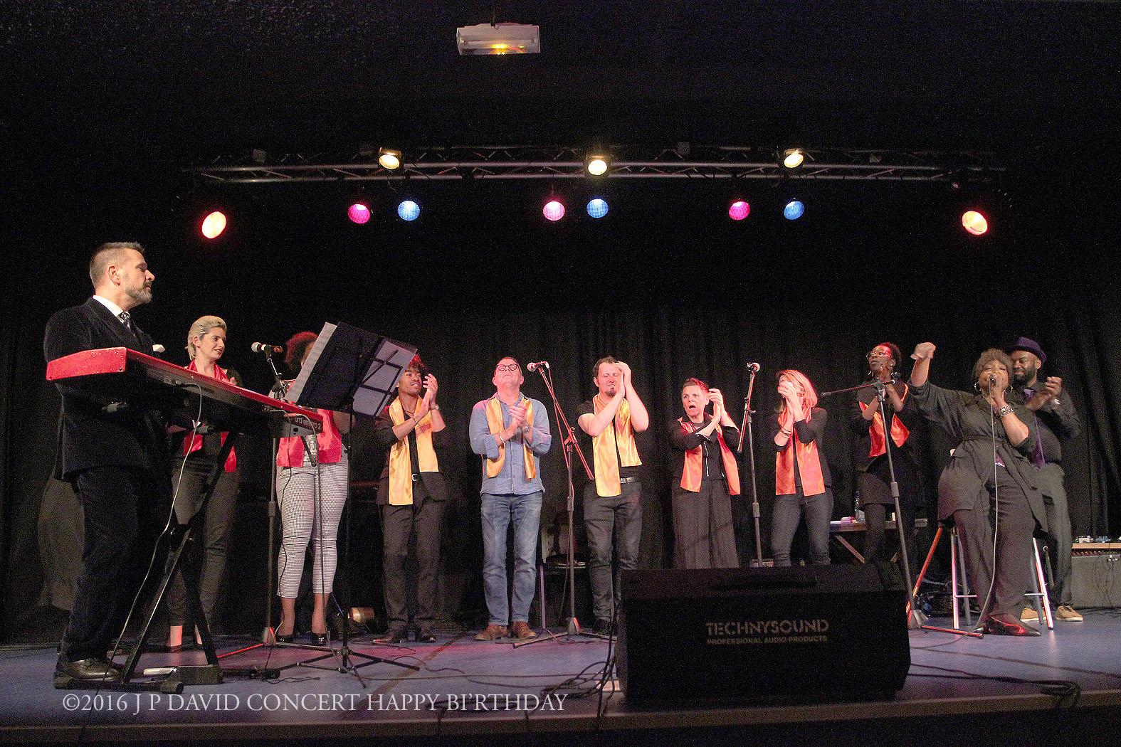 vue d'ensemble Joann Picckens et l'archange Gospel ©2016 J P David Concert Happy BI'rthday- 19_05 centre Mathis Paris 19ème ©2016 J P DAVID CONCERT HAP