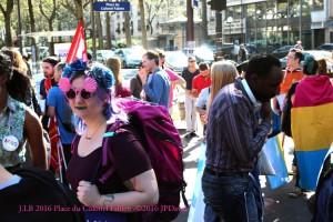A noter un drapeau pansexuel