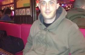 Portrait de léo le 27 février 2012 à un restaurant
