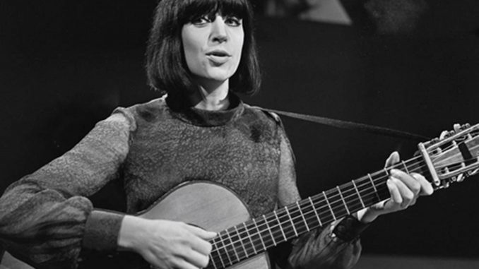 Anne sylvestre à la guitare en 1965