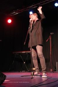 le chanteur Thomas POLLY monte sa voix