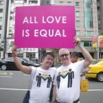 un couple gay, la Marche des fiertés Taïwan 2016